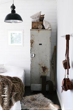 Creëer een vintage / industrial look met oude vintage lockers in combinatie met lichte kleuren
