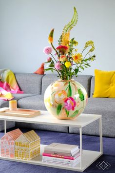 Vases Decor, Plant Decor, Living Room Inspiration, Interior Inspiration, Home Living Room, Living Room Designs, Interior Decorating, Interior Design, Interior Plants