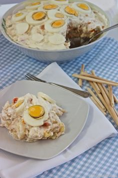 Ensaladilla de atún y pimiento del piquillo Spanish Cuisine, Spanish Tapas, Spanish Food, Traditional Spanish Dishes, Cooking Recipes, Healthy Recipes, Time To Eat, What To Cook, Mexican Food Recipes