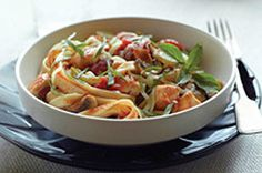 A traditional Italian dish is transformed with our Quick Fettuccine Cacciatore recipe. Quick Fettuccine Cacciatore is a smart choice for the whole family. Kraft Recipes, Pasta Recipes, Chicken Recipes, Dinner Recipes, Cooking Recipes, Healthy Recipes, What's Cooking, Kraft Foods, Turkey Recipes