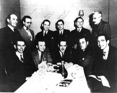Black Mask Writers - Raymond Chandler and Dashiell Hammett only met one time, at a dinner for writers from Black Mask on January 11 American Crime, American Actors, Dashiell Hammett, Raymond Chandler, Famous Photos, Humphrey Bogart, Lauren Bacall, French Films, Cary Grant