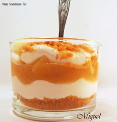 Tiramisú de manzana en vaso Delicious Deserts, Yummy Food, Apple Crumble Pie, Dessert In A Jar, Small Desserts, Candy Buffet, International Recipes, Mini Cakes, Sweet Recipes