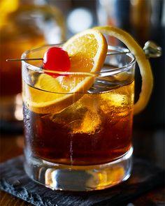 2 oz Bird Dog Kentucky Bourbon 10 Year Old: 1 splash club soda, 4 dashes Angostura Bitters, 1 tsp sugar, 2 maraschino cherries, 2 orange wheels. In a rocks glass, muddle club soda, bitters, sugar, one orange wheel and one cherry. Remove orange wheel, fill with ice and add bourbon. Garnish with remaining orange wheel and cherry. Whiskey Cocktails, Holiday Cocktails, Spring Cocktails, Bourbon Old Fashioned, American Cocktails, Small Batch Bourbon, Orange Wheels, Barolo Wine, Weights
