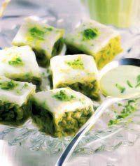 Ingredientes para hacer Dulces arabes  Para el bizcocho :  300 g pistachos pelados 150 g azúcar 50 g maicena 4 claras de huevo Azúcar impal...