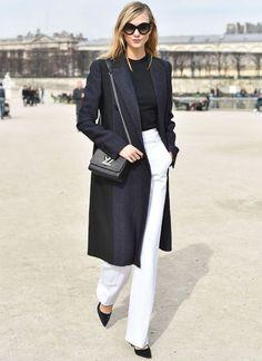 Maxi blazer, calça branca, scarpin preto, bolsa Louis Vuitton, look preto e branco