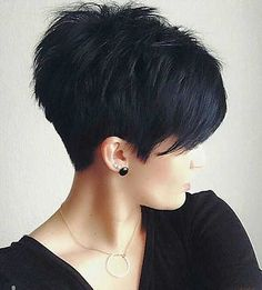 Hottest Pixie Haircuts 2019 - Classic to Edgy Pixie Hairstyles for women Short Pixie HaircutShort Pixie Haircut Cute Hairstyles For Short Hair, Short Hair Cuts For Women, Pretty Hairstyles, Curly Hair Styles, Short Haircuts, Short Cuts, Hairstyles 2016, Popular Haircuts, Sassy Haircuts