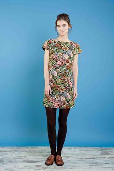 Abito in gobelin ricamato. #bonton #princesse #metropolitaine #fashion #dress #embroidery #gobelin