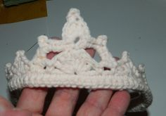 laura's frayed knot: Crocheted Tiara