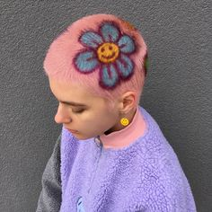 Obsessed with this majorly cute 90s flower look by @mateydesr #hairinspo