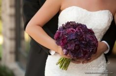 Ooohhh... love dark purple hydrangeas and ranunculas! The texture!