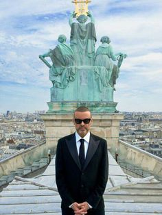 On the roof op Paris Opera: GM performing at the Opéra Garnier, the first pop star in history.