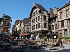 Naturellement bien .: La ville de Troyes .