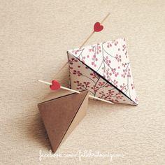 Box ... Variação Origami Card & Phone Stand - Designed by David Donahue
