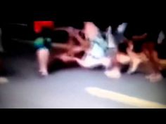 Vídeo mostra jovem sendo lançado para longe após ser atropelado