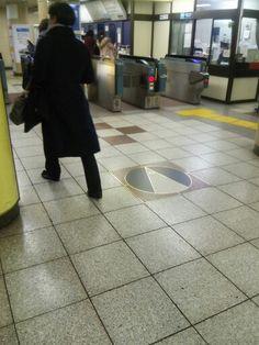 Pointing North. Hanzomon station, Tokyo Metro Hanzomon Line.