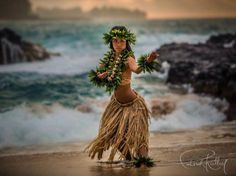 traditional hawaiian tattoos and meanings Hawaiian People, Hawaiian Girls, Hawaiian Dancers, Hawaiian Art, Hawaiian Tattoo, Hawaiian Theme, Polynesian Dance, Polynesian Culture, Polynesian Girls