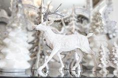 Vakker hjort i hvitt og sølv
