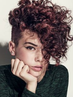 Kurze Haare Frauen Hair: Angeline Thornely, Rodney Wayne Lambton Quay Photo: Steven Chee Make up: A Curly Pixie Haircuts, Curly Undercut, Curly Hair Cuts, Hairstyles With Bangs, Short Hair Cuts, Curly Hair Styles, Natural Hair Styles, Curly Mohawk Hairstyles, Short Curly Pixie
