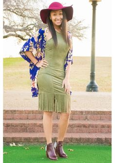 This ensemble is a look we love! #dress #hat #kimono #booties #chiclook