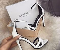 This kind of wedding shoes appears to be completely brilliant, need to bear this in mind when I've got a little money saved. Fancy Shoes, Pretty Shoes, Cute Shoes, Me Too Shoes, Bridal Shoes, Wedding Shoes, Heeled Boots, Shoe Boots, Women's Boots
