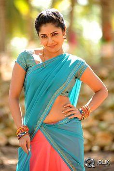 Kajal AgarwalKamalini Mukherjee In Govindudu Andarivadele Movie South Indian Actress, Beautiful Indian Actress, Beautiful Actresses, South Actress, Beautiful Celebrities, Beauty Full Girl, Beauty Women, Saree Models, Beautiful Girl Image