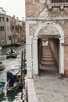We help you make your trip to Italy, Venice memorable and interesting. We picked the most popular Venice attractions and present them to you with stunning images. Venice Travel, Italy Travel, Venice Trips, Places To Travel, Places To Visit, Voyage Rome, Pisa, Italy Art, Italy Italy