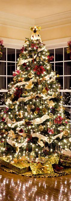 Shonna Fox Interior Design   Professionally Decorated Christmas Tree