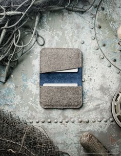 """Handmade CrazyHorse leather and 100% wool felt wallet / cardholder / case for your Credit and Business cards. Vintage style. SERIES: Ocean Blue SIZES: 10.5cm x 7cm (4.15"""" x 2.75"""") MATERIALS: Our produ"""
