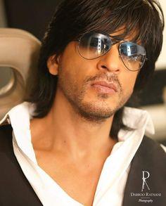 Indian Bollywood Actors, Brooke Shields, King Of Hearts, Face Photo, Aishwarya Rai, Shahrukh Khan, Pilot, Mens Sunglasses, Handsome