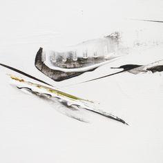 Annie Noa contemporary paintings. Modern minimalistic art details. www.instagram.com/theannienoa