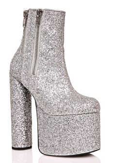 Current Mood Skyline Platform Boots are gunna take ya to the tippy-top of tha charts! You're gunna be movin' 'N groovin' in these glam af bbs, featurin' a hyper glittery silver construction, sky-high cylindrical block heels, ultra chunky platform to keep ya from trippin', exposed double zippers on the outer, and inner ankle zip closure for a sleek look.
