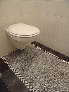 Terrazzo Tegels   In-Petto Nijmegen Concrete Tiles, Floor Design, Bathroom Interior Design, New Kitchen, Bath Mat, Terrazzo, Colours, Flooring, Home Decor