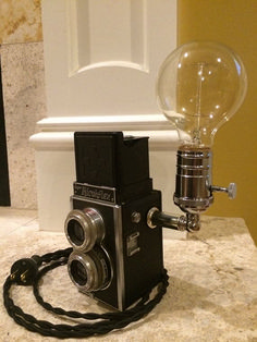 See what not to do with a vintage camera - Learn How To Use Old Cameras As Repurposed Objects Antique Cameras, Vintage Cameras, Lampe Photo, Lampe Steampunk, Best Desk Lamp, Do It Yourself Inspiration, Deco Originale, Pipe Lamp, Vintage Lamps