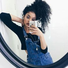 Steffany Borges Pelo Natural, Natural Curls, Curly Hair Styles, Natural Hair Styles, Love Hair, Big Hair, Hair Inspo, Hair Inspiration, Selfies Poses