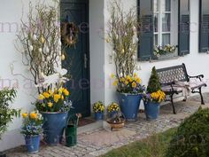 All Details You Need to Know About Home Decoration - Modern Easter Flower Arrangements, Taraxacum Officinale, Porche, Deco Floral, Easter Table, Kwanzaa, Deco Table, Easter Wreaths, Easter Crafts