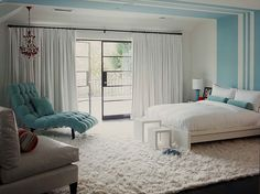 I realize it's kinda trendy, but I'm currently in love with the use of Tiffany Blue in decorating schemes. I love the vibe of this bedroom & the use of such   a bold colour is done really tastefully.