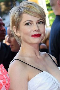 68 Ideas For Haircut Short Fringe Michelle Williams Hairstyles With Bangs, Pretty Hairstyles, Hairstyle Ideas, Short Hair Cuts, Short Hair Styles, Pixie Cuts, Shortish Hair, Corte Y Color, Long Pixie