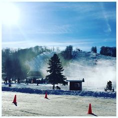 What a great looking start to the #weekend in the #Barrie area! The #sun is shining and the #snow is calling! It's time to #getoutandplay #visitbarrie @horseshoeresort @mountstlouismoonstone @mountstlouis @skisnowvalley @hardwoodskibike #skiing #snowtubing #snowshoeing