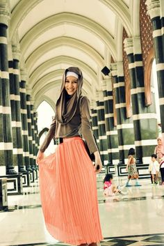 just wow:) love the hijab style!