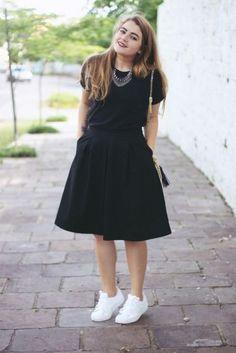 Look All Black: Saia Midi + Adidas Super Star + Mini Bag Glitter Midi Skirt Outfit, Black Midi Dress, Skirt Outfits, Dress Skirt, Casual Fall Outfits, Modest Outfits, Chic Outfits, Fashion Outfits, Look Fashion