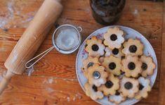 12 szeretni való apró LINZER, amely szétporlad a szádban | Nosalty Hungarian Recipes, Advent, Oatmeal, Good Food, Pudding, Sweets, Cookies, Breakfast, Sweet Stuff