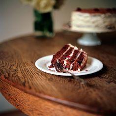 the cake (red velvet cake <3)