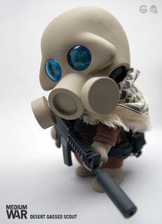 ferg-medium-war-vinyl-toys-3.jpg
