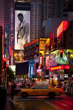 Times Square New York You can find Voyage and more on our website.Times Square New York Manhattan New York, Lower Manhattan, Empire State Building, Empire State Of Mind, New York Landmarks, Famous Landmarks, World Trade Center, Brooklyn Bridge, Twin Towers