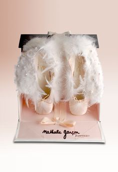 Unique Artisan in the world of Luxury and Ballet since the world of Repetto and the latest collections: shoes, dance, ready-to-wear, leather goods & fragrance Repetto, 60th Anniversary, Just Dance, Ballerina, Creations, Kawaii, Product Development, Cabaret, Recherche Google