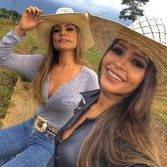 Good six pro day tudim !! beautiful 🤠🌵🌾foto of: @ joycecristinas.santos ➖➖➖➖➖➖➖➖➖➖➖➖ #cowgirl #country #cavalo #cowboy #cavalos #agronomia # horse ... Cute Country Girl, Looks Country, Country Women, Sexy Cowgirl Outfits, Country Girls Outfits, Vaquera Sexy, Estilo Cowgirl, Cowgirl Look, Rodeo Girls