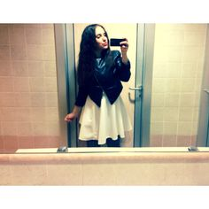 Vestito bianco con giubbetino in pelle nero