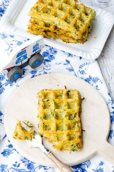 Fast vegetable waffles for children from the oven - packed with healthy vegetables. Healthy Appetizers, Appetizer Recipes, Spinach Health Benefits, Pumpkin Seed Recipes, Zucchini Bread Recipes, Zucchini Waffles, Healthy Pumpkin, Healthy Vegetables, Eating Raw