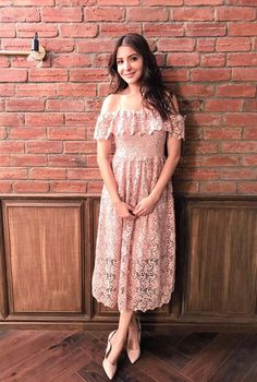 On the press tour for her latest rom-com, Bollywood actress Anushka Sharma has pulled out a showstopping array of looks. Stylish Dresses, Casual Dresses, Fashion Dresses, Celebrity Outfits, Celebrity Look, Korean Fashion Trends, Indian Fashion, Fashion Mask, Date Outfits