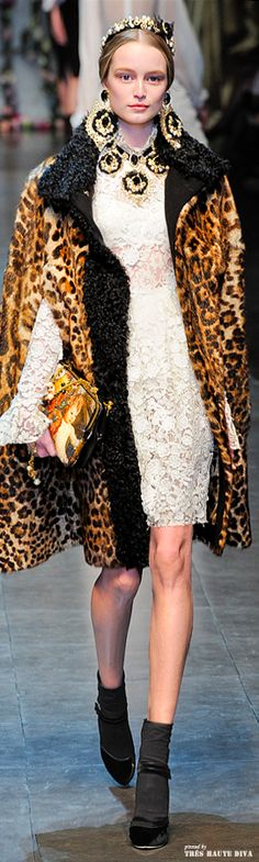 #wearsomethinggaudy #lacedress #animalprint #kasnewyork